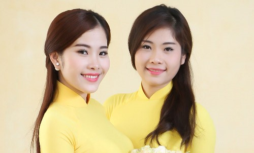 Nguyễn Thị Lê Nam (phải) từng được Nam Em và gia đình nhiều lần khuyên nhủ dứt khỏi cuộc tình đồng tính để tập trung hoạt động nghệ thuật.