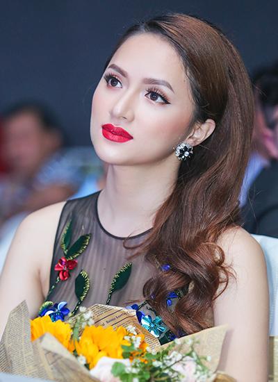 huong-giang-idol-dien-mot-xuyen-thau-khong-noi-y-2
