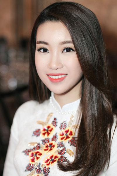 angela-phuong-trinh-huong-giang-idol-thu-hut-voi-kieu-toc-lech-3