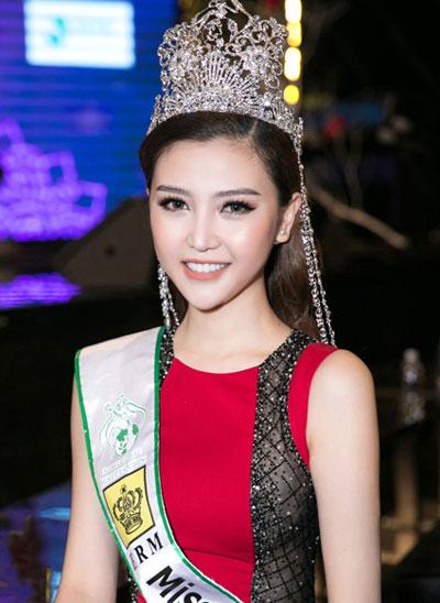 angela-phuong-trinh-huong-giang-idol-thu-hut-voi-kieu-toc-lech-4