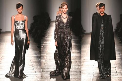 Bộ sưu tập khép lại với những chiếc váy metallic dài như kim loại đang tan chảy và chiếc áo khoác đen đính hạt ấn tượng. Ngoài ra, giày đế xuống và đế thô cũng là tâm điểm về giày cho nữ của mùa mốt.