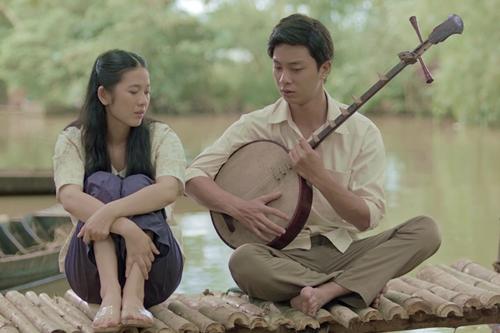 Chuyện tình lãng mạn của Tư Lành và Út Trong (phải, Oanh Kiều đóng) là một trong những điểm nhấn của phim.