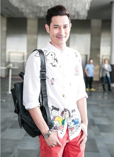 Huy Khánh góp mặt trong phim hài mới của nhà sản xuất Charlie Nguyễn. Anh được bạn diễn Kiều Minh Tuấn