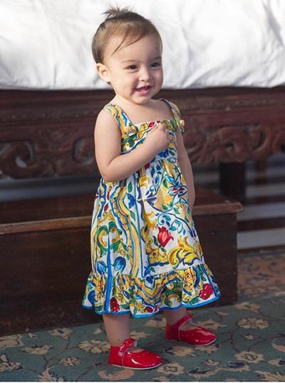 Zia diện thiết kế đầy màu sắc của Dolce & Gabbana.