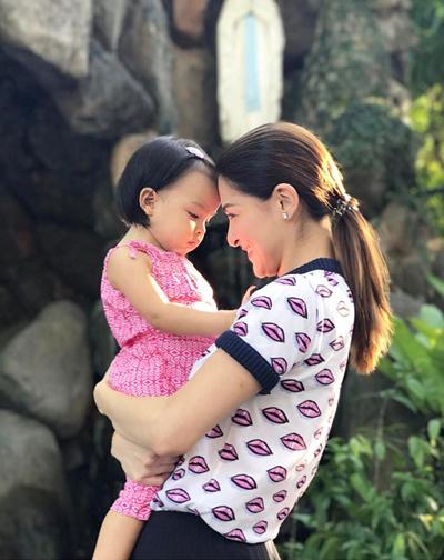 Marian sinh con gái đầu lòng ngày 23/11/2015. Bé Zia được đánh giá sở hữu tất cả nét đẹp của bố và mẹ.