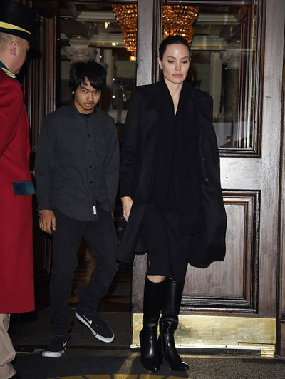 angelina-jolie-di-day-hoc-o-london-5