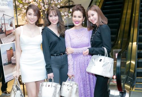 Bốn người đẹp cùng sở hữu một dòng túi hiệu.