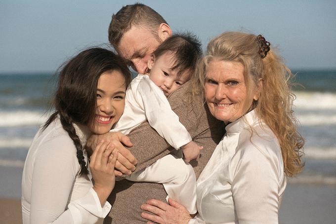 Phương Vy đưa mẹ chồng nghỉ dưỡng ở Mũi Né
