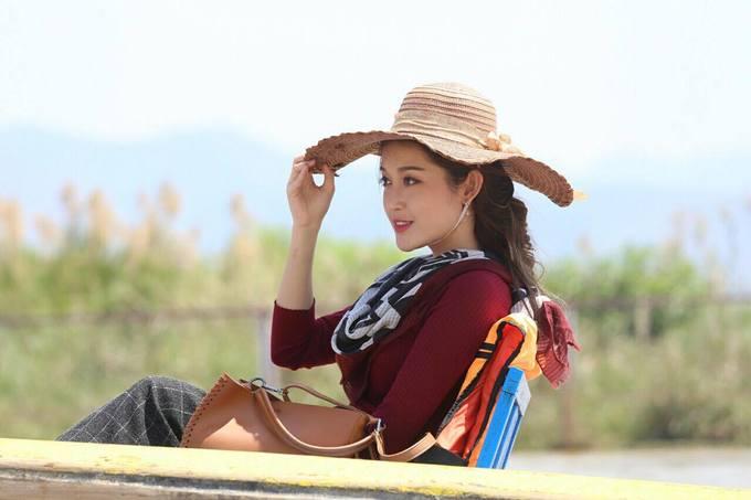 Huyền My bầm dập đầu gối khi đóng phim ở Myanmar