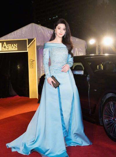Tối 21/3, Phạm Băng Băng dự lễ trao giải Asian Film Awards ở Hong Kong.