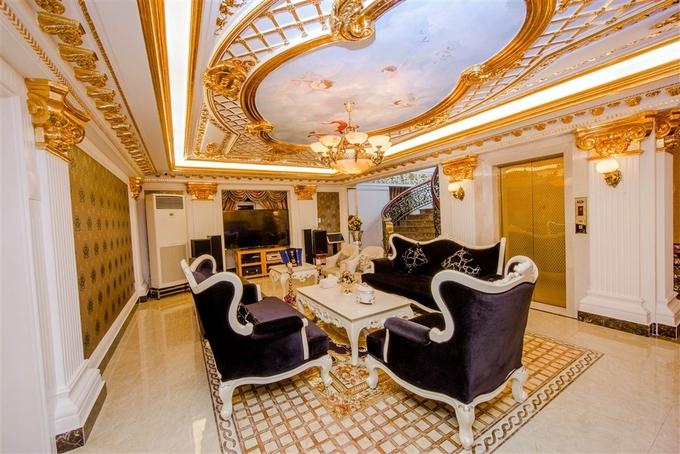 Biệt thự dát vàng nằm cạnh sông Sài Gòn của Lý Nhã Kỳ