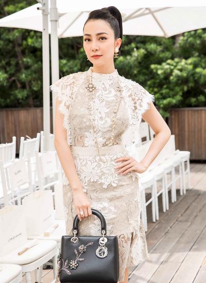Linh Nga vẫn trung thành với những kiểu dáng truyền thống như váy ren.
