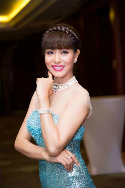my-nhan-viet-long-lay-voi-trang-suc-ngoc-trai-3