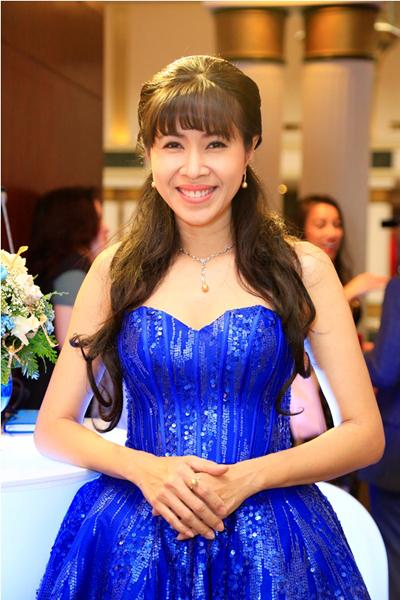 my-nhan-viet-long-lay-voi-trang-suc-ngoc-trai-4