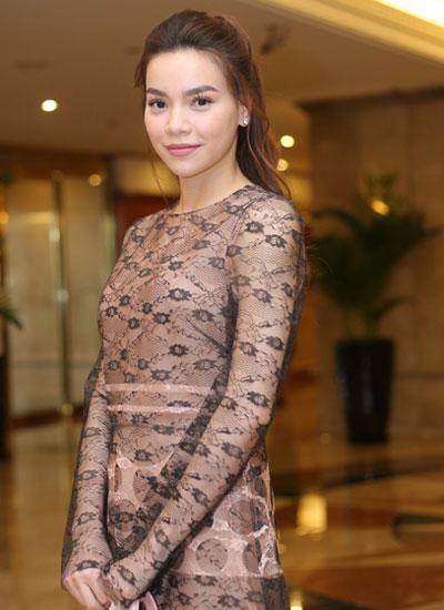 angela-phuong-trinh-pham-huong-trang-diem-dep-voi-mat-khoi-2