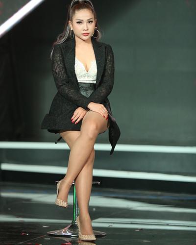 Khả Như được đánh giá là diễn viên trẻ đa tài. Cô không chỉ có khả năng diễn xuất mà còn có thể dàn dựng, đạo diễn tiểu phẩm.