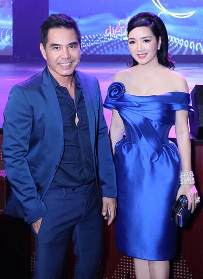 Hoa hậu Đền Hùng Giáng My (phải) bên