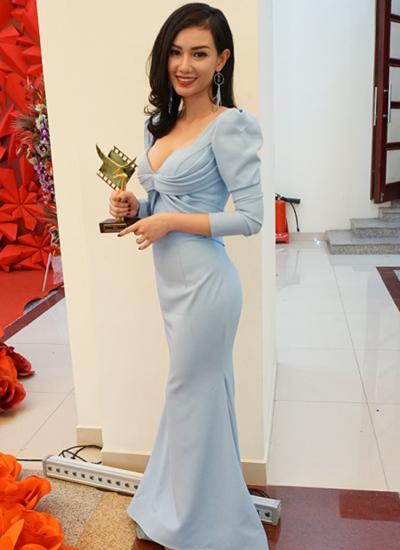 Quỳnh Chi nhận giải Nữ diễn viên phụ xuất sắc