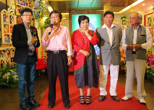 Nghệ sĩ Thanh Sang (thứ hai từ trái qua)