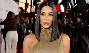 Kim Kardashian đẹp nhất tuần với mốt không nội y