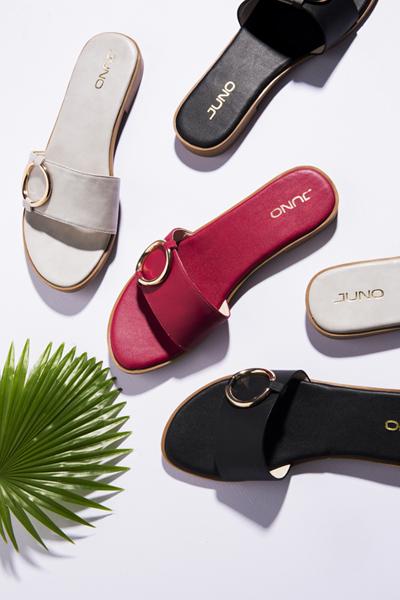Bên cạnh những mẫu giày phong cách casual, phom dáng mũi nhọn hoặc sandal dây buộc ngang đơn giản được nhấn nhá về chất liệu, Juno còn ra mắt các thiết kế dép nữ tính, trẻ trung, êm ái cho bàn chân.