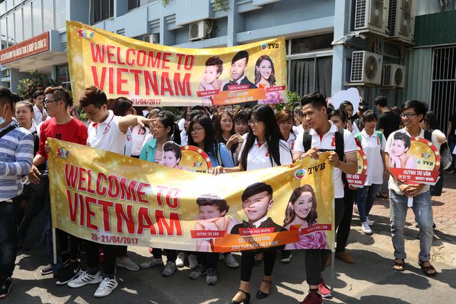 Hoa hậu Hong Kong 2013 đến Việt Nam