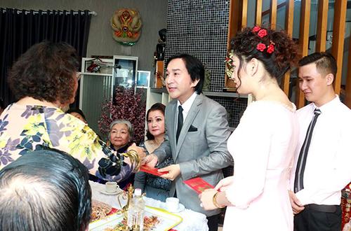 con-gai-kim-tu-long-cuoi-chong-doanh-nhan-3