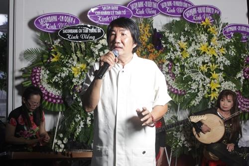 Nghệ sĩ Vương Cảnh tâm sự  có thời gian ông nằm viện và được nghệ sĩ Thanh Sang cùng vợ