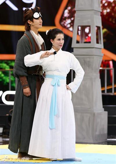 Những năm gần đây, Lý Nhược Đồng đóng vai phụ trong một số phim kinh phí vừa và thấp. Cô xuất hiện trong nhiều show truyền hình ở Trung Quốc đại lục, với tạo hình Tiểu Long Nữ.