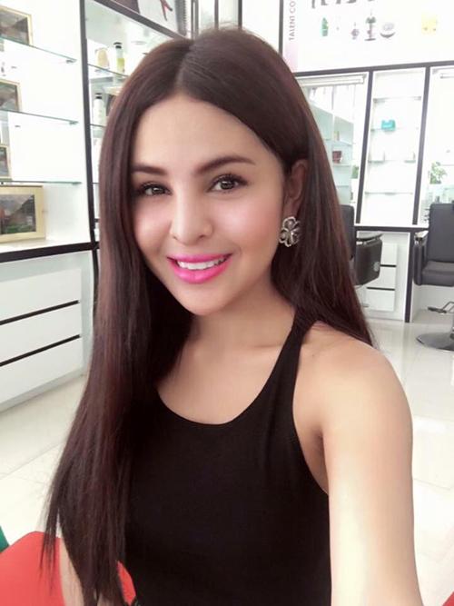 Vẻ ngoài gợi cảm của diễn viên Campuchia bị cấm đóng phim