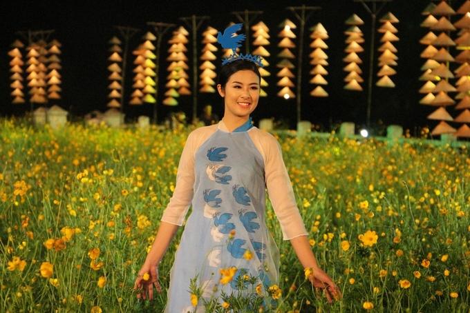 Ngọc Hân và hoa khôi xứ Huế khoe sắc với áo dài