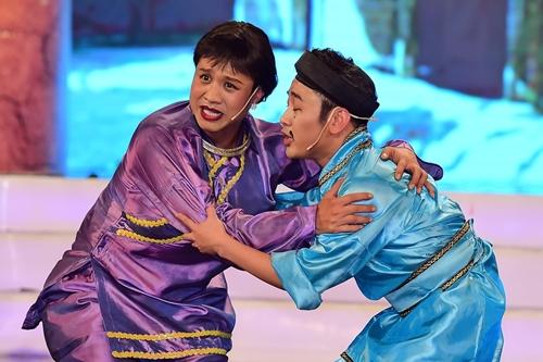 Diễn viên Tiến Khoa (trái) và Don Nguyễn trong tiểu phẩm Thạch Sanh - Lý Thông.