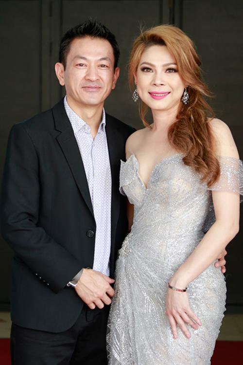 Đàm Vĩnh Hưng chụp ảnh cho Thanh Thảo và bạn trai