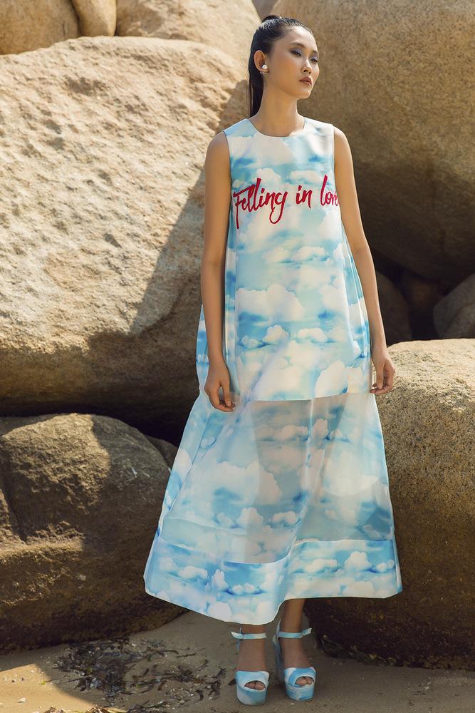 Váy áo họa tiết áng mây làm dịu mát ngày hè