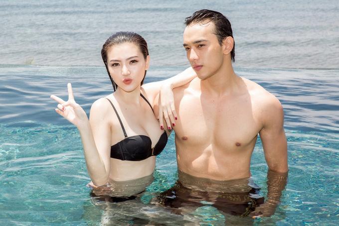 Dàn mẫu Việt khoe dáng với bikini trước biển