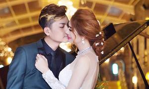 Lâm Khánh Chi hôn chồng kém tám tuổi trong ảnh cưới