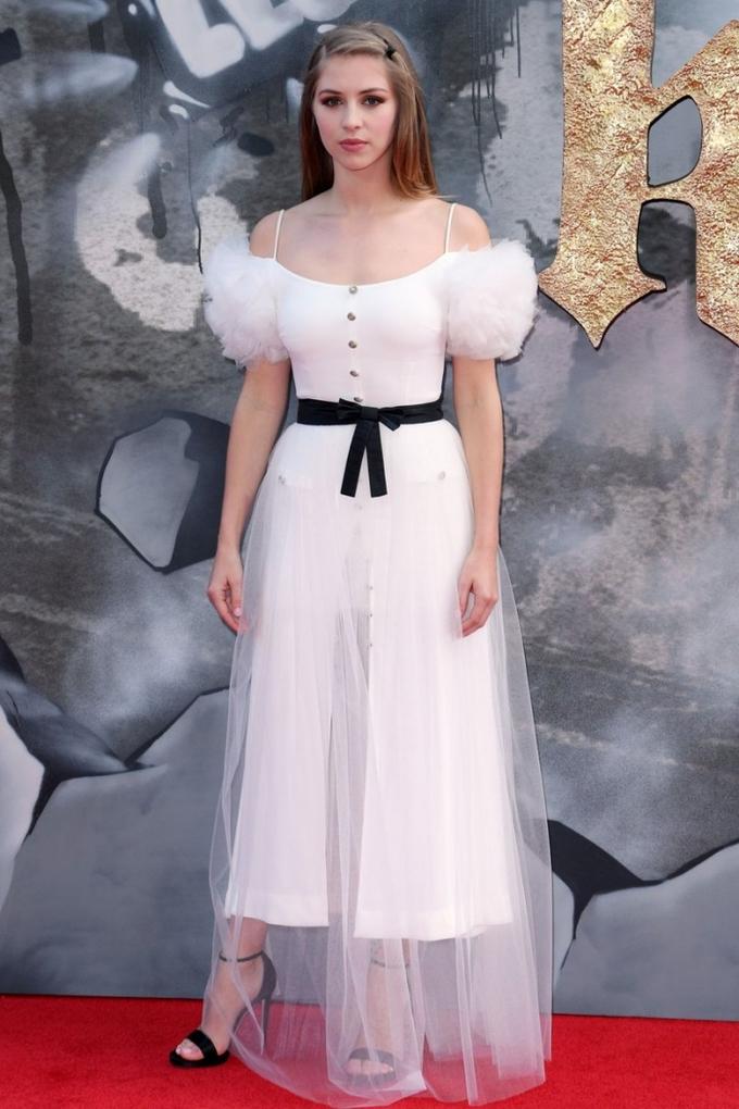Công chúa Hy Lạp đẹp nhất tuần với đầm khoe vai