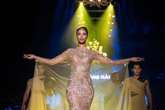 Hoa hậu Pháp và Đỗ Mỹ Linh hóa nữ thần ở show Hoàng Hải