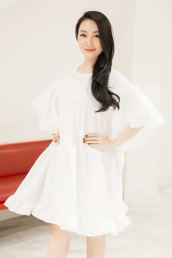 Linh Nga thử váy cho show Đỗ Mạnh Cường