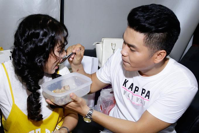 Người yêu đút cho Lê Phương ăn ở hậu trường