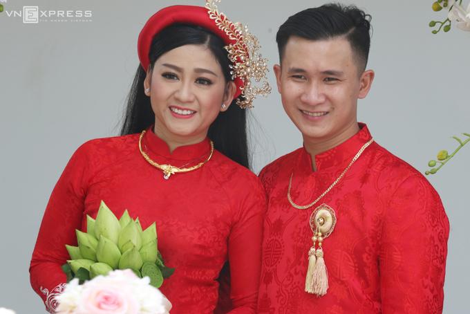 Kim Tử Long đưa con gái về nhà chồng