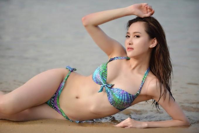 Á hậu Trung Quốc khoe hình thể với bikini