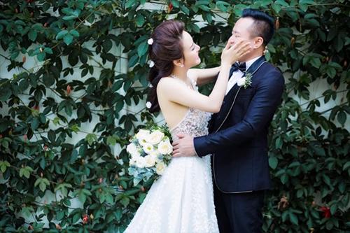Vy Oanh chia sẻ ảnh cưới cùng chồng doanh nhân ngày Valentine 2017.