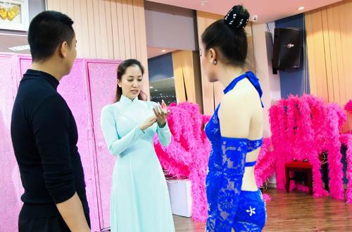 Chí Anh cho biết, thời gian này anh đang nỗ lực giảm cân để kịp ngày diễn ra liveshow. Chương trình bắt đầu công diễn vào lúc 20h ngày 10/6 tại Cung thể thao Quần Ngựa, Hà Nội.