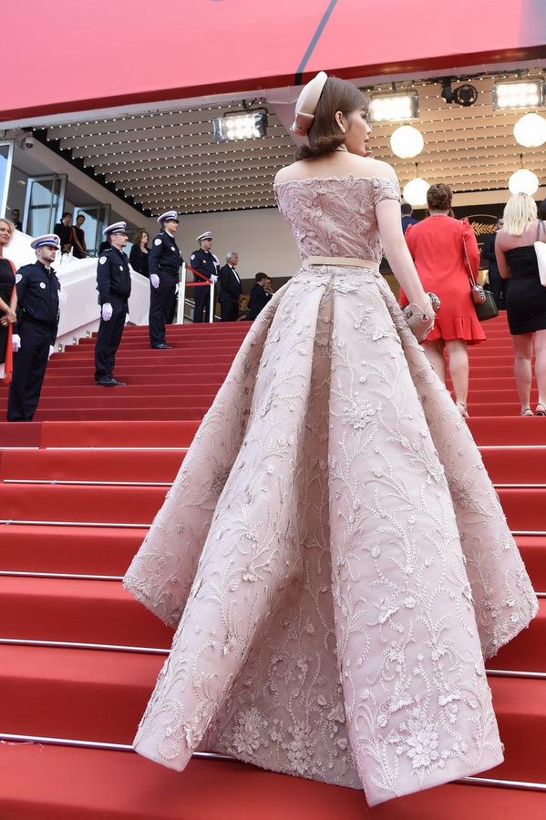 Lý Nhã Kỳ diện váy kiểu quý tộc ở ngày cuối đi thảm đỏ Cannes