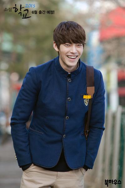 Năm 2013, Kim Woo Bin nổi tiếng đình đám với vai chàng trai lạnh lùng do bị người thân ruồng bỏ, trong phim School 2013. Anh được đài MBC đánh giá là diễn viên có tiềm năng lớn của Hàn Quốc.