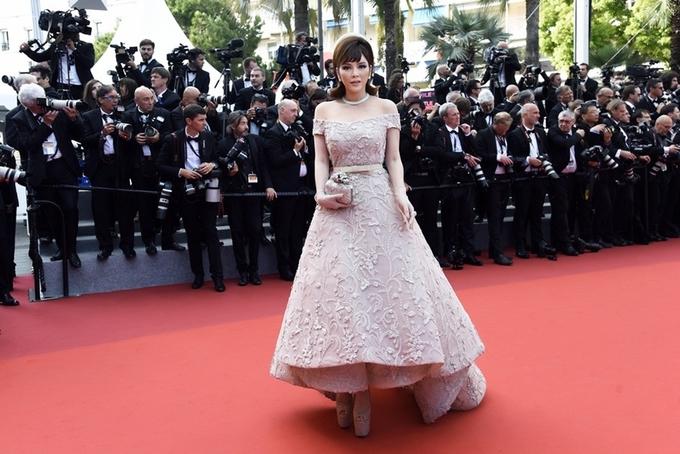 Thời trang của Lý Nhã Kỳ trên thảm đỏ Cannes 2017