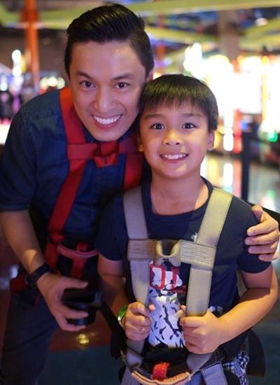 Con trai Lam Trường bên bố.