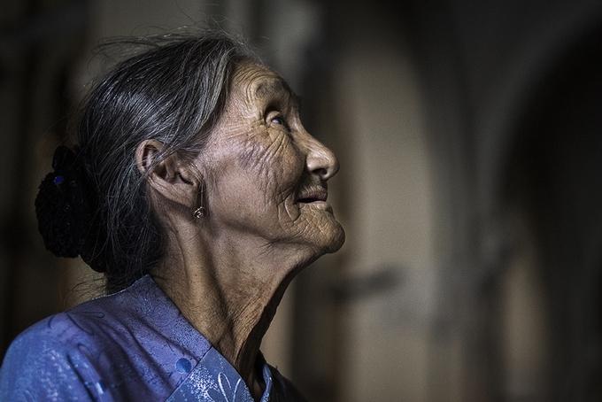 Cụ bà Việt 'đẹp nhất thế giới' dự triển lãm ảnh ở TP HCM