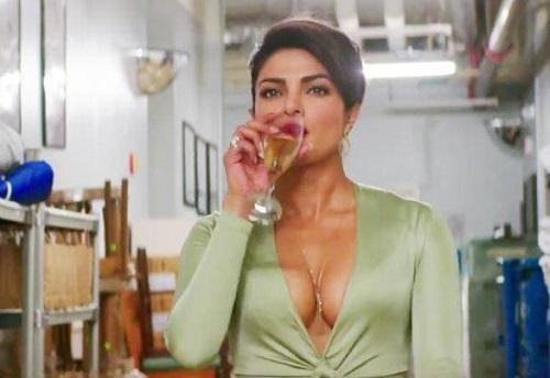 Hoa hậu thế giới 2000 Priyanka Chopra không có nhiều đất diễn.